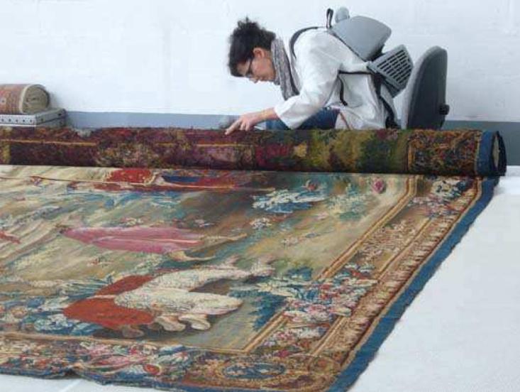 """La tapisserie """"Le voyage de l'empereur"""" appartient à un ensemble de neuf pièces tissées à la Manufacture royale de Beauvais sous le nom de """"Tenture de l'histoire du roi de Chine""""."""