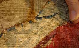 """Usure des trames de soies sur la tapisserie du """"Jugement dernier""""."""