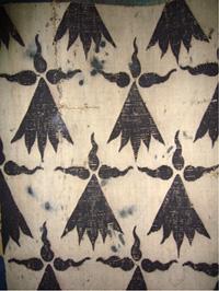 Taches de goudron sur une tapisserie d'aubusson du musée de Vannes