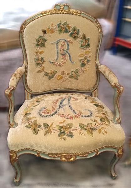 nettoyage tapisserie fauteuil ancien. Black Bedroom Furniture Sets. Home Design Ideas