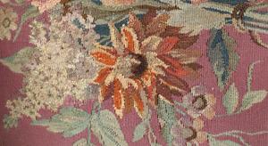 Fauteuil en tapisserie à la mairie de Montrouge, détail de l'assise après restauration.