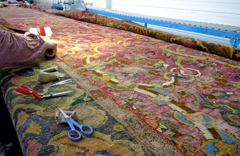 Restauration conservation d'un très ancien tapis d'Ispahan.