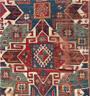 Conservation d'un tapis kazak.